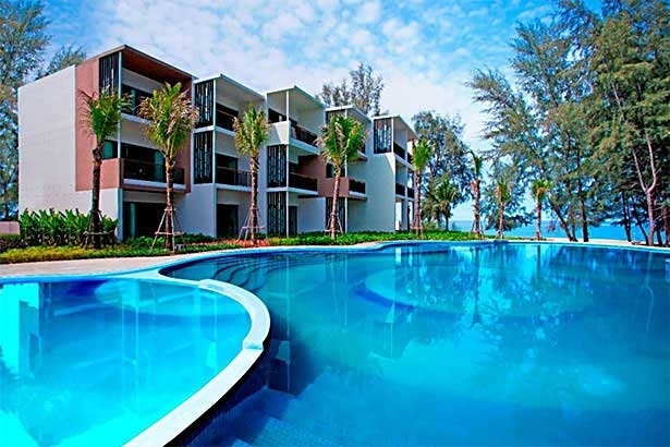 Holiday Inn Resort Et Mai Khao Beach Offers Four Star Luxury To The Tranquil Northwest Coast Embracing Immaculate White Sands Of